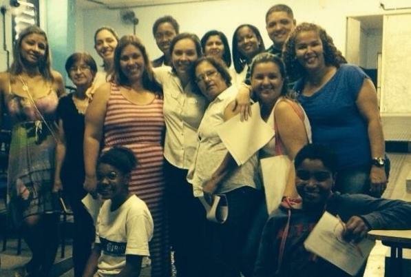 Comunidade da Escola Coelho Neto participa de formação para voluntários