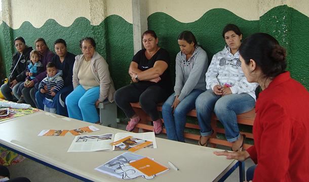Reunião com familiares na escola Nicolau Couto Ruiz