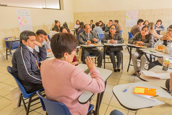 Participantes del 1er Foro Nacional 'Interacciones que Transforman' durante los talleres