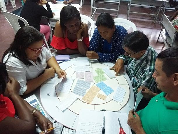 Professoras colombianas durante formação organizada por formadores certificados em Florida, no Valle del Cauca
