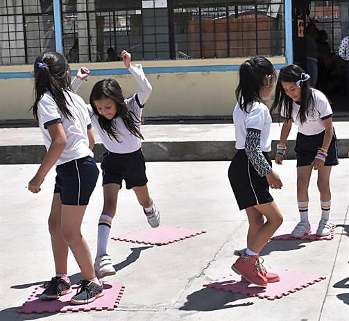 Estudiantes participan en Grupos Interactivos de Educación Física