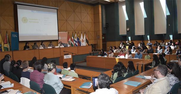 """Panel """"Educando desde la comunidad, responsabilidad de todos los actores y sectores"""""""