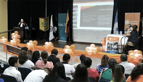 """Presentación de Tania Guillén, coordinadora zonal de MINEDUC en el panel """"Educando desde la Comunidad"""""""