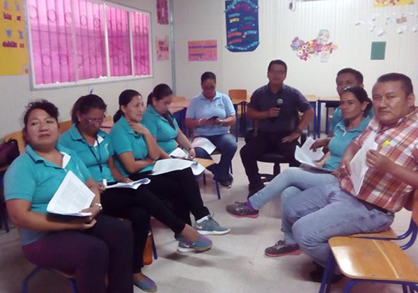 Docentes de UE Jorge Jeremy Cantos en formación pedagógica