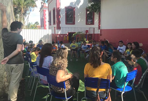 Técnicas(os) e gestoras(es) escolares de Taubaté visitam escolas em Tremembé