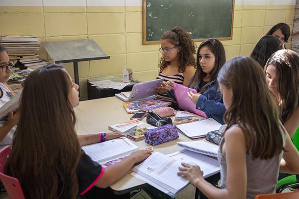 Na escola Adirce, a Biblioteca Tutorada é desenvolvida nas turmas de 6º a 9º ano. Cada turma realiza um encontro semanal de duas horas de duração.